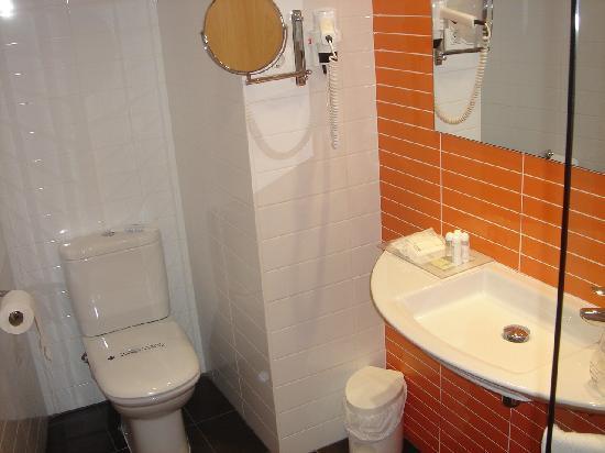 Cross Elorz: bathroom