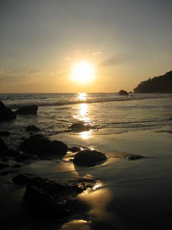 Nature's Beachfront Aparthotel: sunset