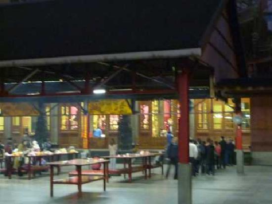 Hsing Tian Kong: たくさんの参拝者