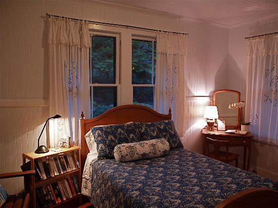 Waipio Wayside B&B: Moon room