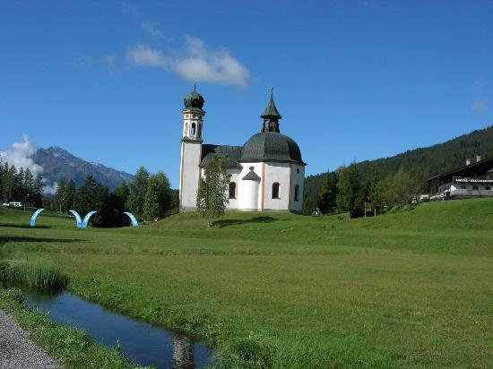 Hotel Helga: St Oswals Church in Seefeld