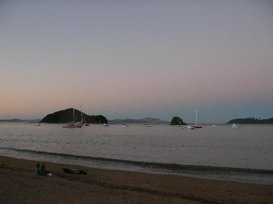 YHA Bay of Islands Paihia: Same beach, different view
