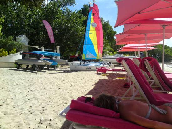 Sandy Lane Hotel: new pink beach furnitutre