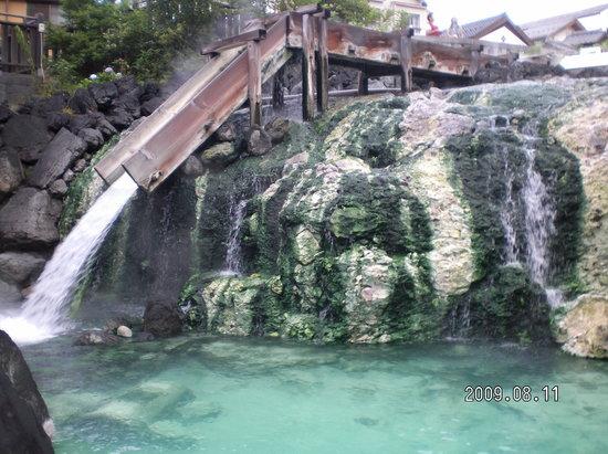 Kusatsu-machi, Japan: 下手正面からみた湯畑・・キレイです。