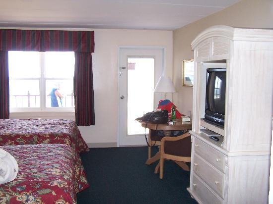 Dunes Manor Hotel & Suites: Our room
