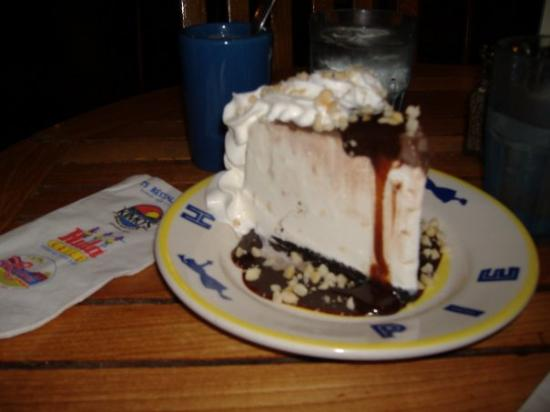we couldn\u0027t miss the Hula Pieice cream cake with