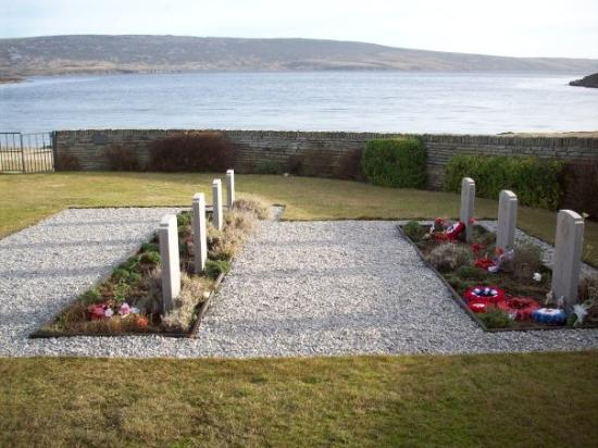 Mount Pleasant, Îles Falkland : This cemetry only has 15 graves as alot where repatted home, these that remain represent all tho