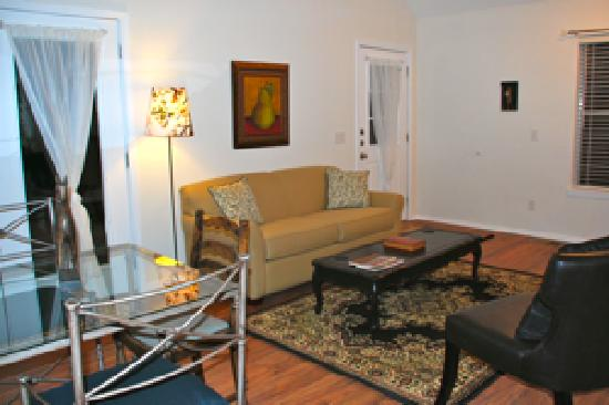Cypress Creek Cottages: Living area
