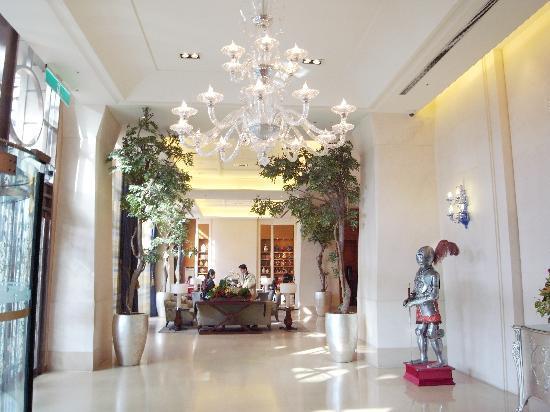 Miramar Garden Taipei: ホテルのロビーです。とてもきれい☆