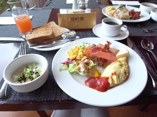 Miramar Garden Taipei: 朝食。ソフトなオムレツをリクエスト。