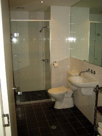 About Melbourne Apartments: Bathroom