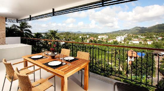 The Park Surin: Three Bedroom Apartment's Terrace with jacuzzi tub