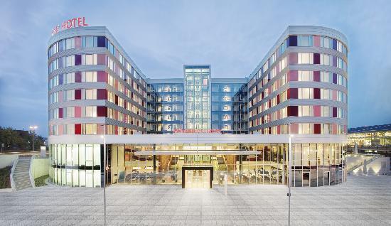 موفنبيك هوتل شتوتجارت إيربورت آند ميسي: Außenansicht Mövenpick Hotel Stuttgart Airport