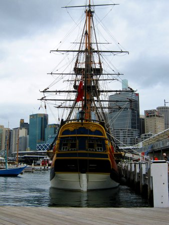Сидней, Австралия: Replica of Cpt. Cook's HMS Endevour at Sydney Maritime Museum