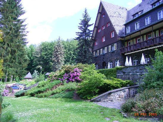Romantik Hotel Jagdhaus Waldidyll: Außenansicht vom Teich