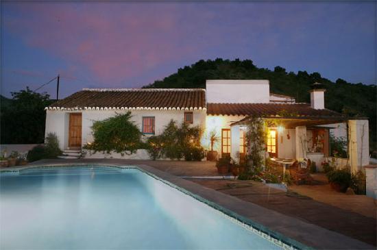 Casa Patricia: villa at night