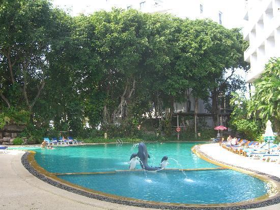 Royal Palace Hotel: 屋外プールです。