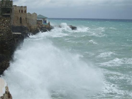 Moonlight Villa Seaside Resort: a bit of rough weather