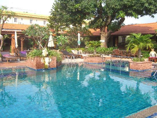 Sabai Resort: 屋外プール