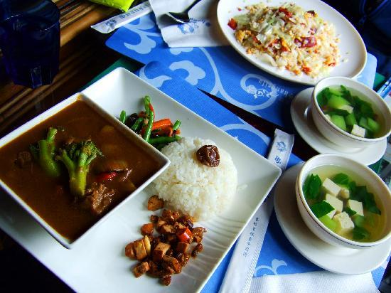 Shangrila Hanging Garden Resort: excellent simple lunch spread