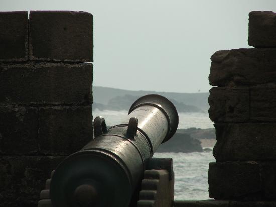 Al Jasira Hotel: cannone spagnolo sui bastioni