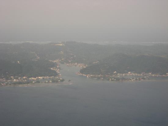 Mariposa Lodge: An aerial view of Roatan