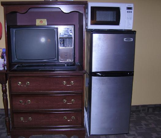 Knights Inn Hadley: basic tv, clean, convienent fridge and microvave