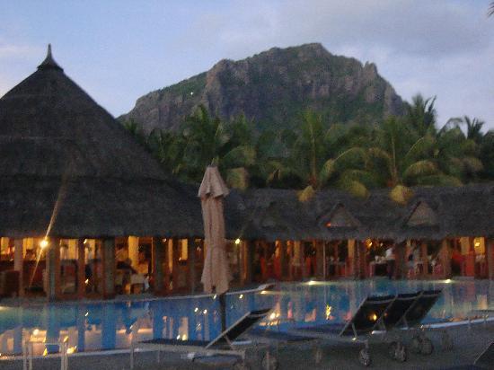 Indian Resort : en arrière plan : le morne