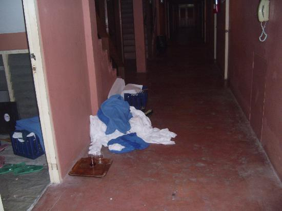 Loma Resort & Spa: Wäscheflur normaler Flur,Kaserne