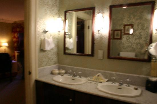 Newmarket-on-Fergus, Ireland: bathroom sinks (2)