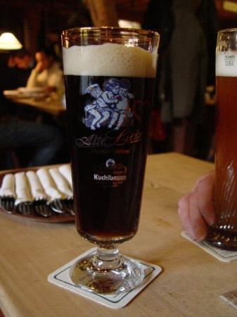 Ingolstadt, Alemania: Kuchlbauer Alte Liebe - Dunkle Weisse  Brauerei zum Kuchlbauer