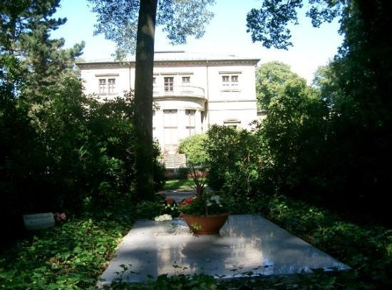 Richard Wagner Museum (Wahnfried): The grave of Richard and Cosima Wagner (and Russ, their dog, off to the left), in the grounds of