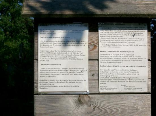 Fraueninsel im Chiemsee, เยอรมนี: There's a tiny wineyard on the island. This notice tells you all about it.