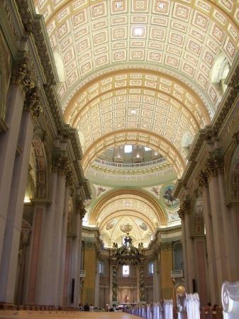 Cathedral of Marie-Reine-du-Monde ภาพถ่าย