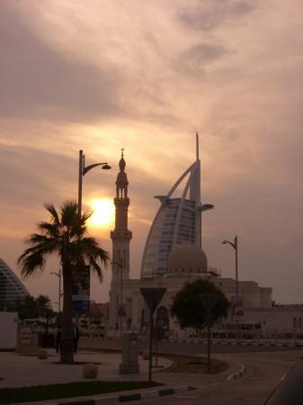 Dubai, Emirati Arabi Uniti: Burj Al Arab bei Sonnenuntergang