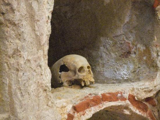 Punic Wall: detalle cripta