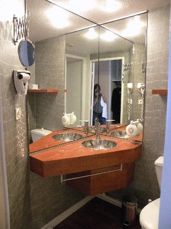 Hotel Center : Salle de bains toilettes