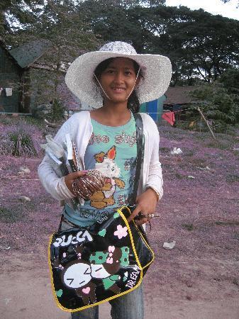 Сием-Рип, Камбоджа: Friendly local girl selging her wares