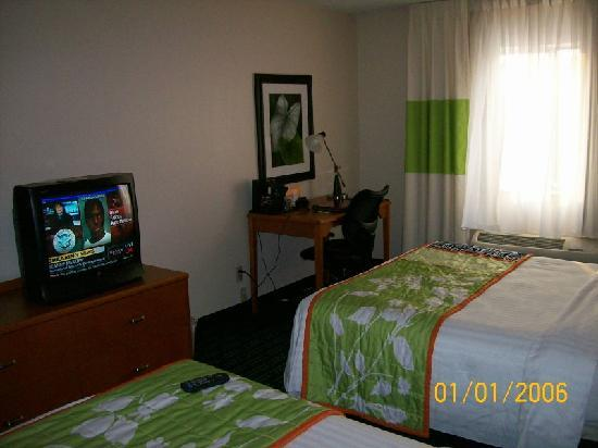 Fairfield Inn & Suites Minneapolis-St. Paul Airport: Room