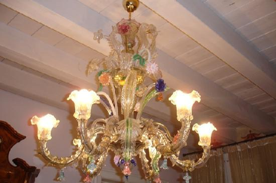 Il Sogno di Giulietta: chandelier outside our room