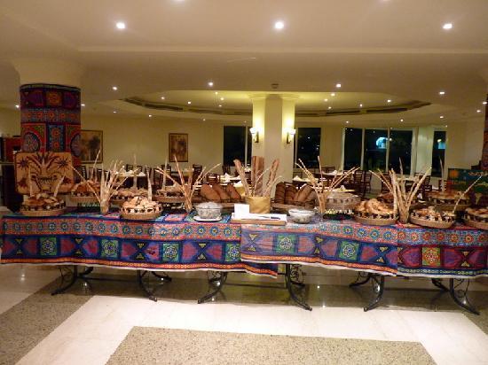 Movenpick Resort Taba Hotel : Le buffet de pain