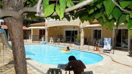 La villa Morena: Au bord de la piscine