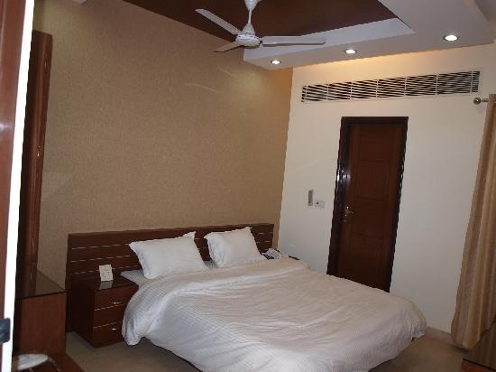 Hotel The Daanish Residency : doubel room