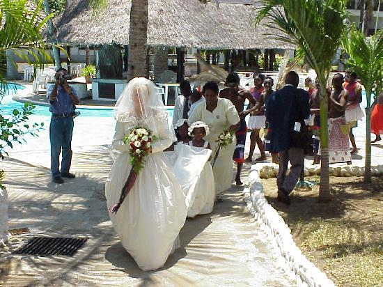 Wedding procession in gardens picture of southern palms beach southern palms beach resort wedding procession in gardens junglespirit Images