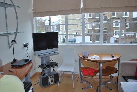 Roland House: Livingroom