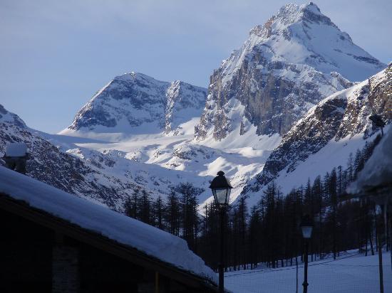 Hotel Granta Parey : le montagne circostanti