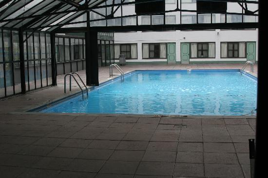 Travel Inn Hotel New York: Outdoor swimming pool