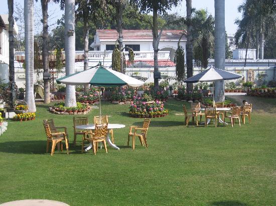 Hotel Yatrik : garden