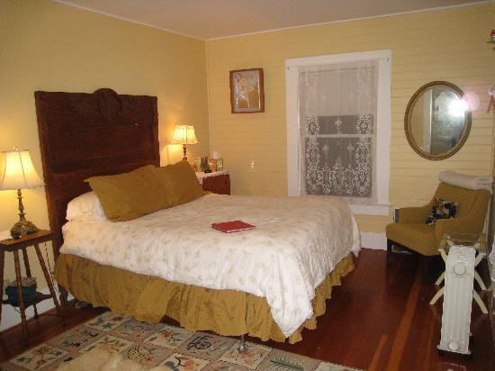 Bear Valley Cottage: Redwood Room