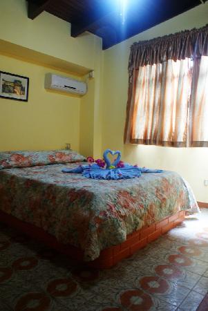 Hotel Castillo El Milagro: habitacion decorado lindisimo